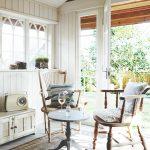 Svetlý interiér letného domčeka