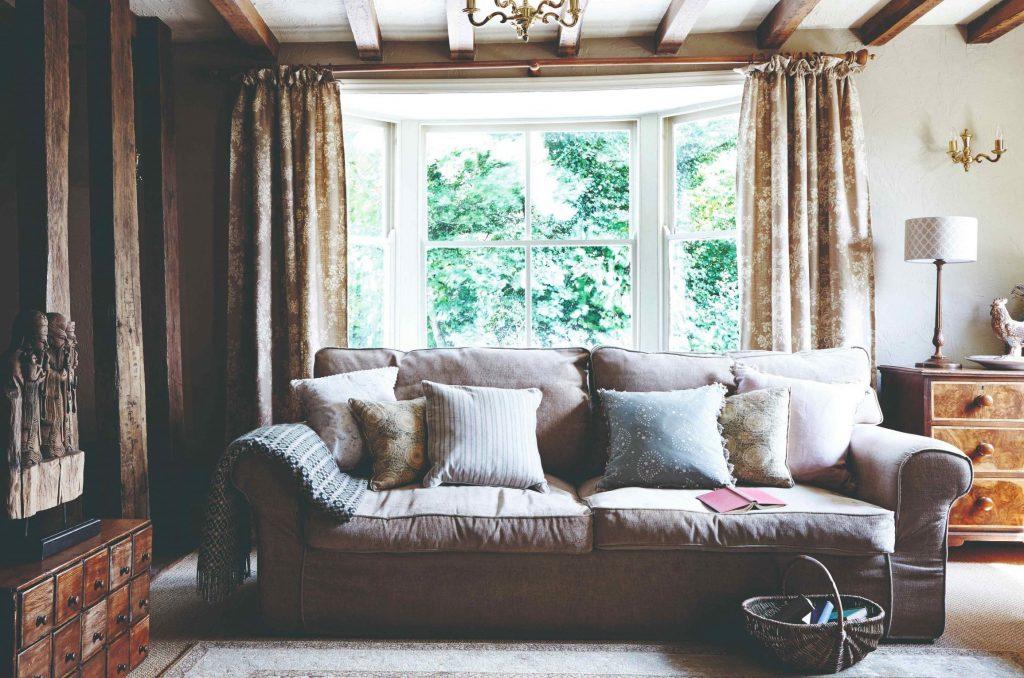 Pôvodný dom kedysi fungoval ako hostinec. Po náročnej rekonštrukcii si v ňom dnes užívajú zaslúžený dôchodok
