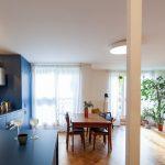 Modrá kuchyňa s jedálňou
