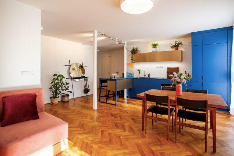 Druhý život nepraktického bytu z 90. rokov: Z nevhodne riešeného bytu trendové bývanie pre mladý pár