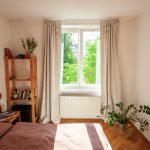 Jednoduchá retro spálňa