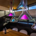 Dizajnové svetlá nad jedálenským stolom