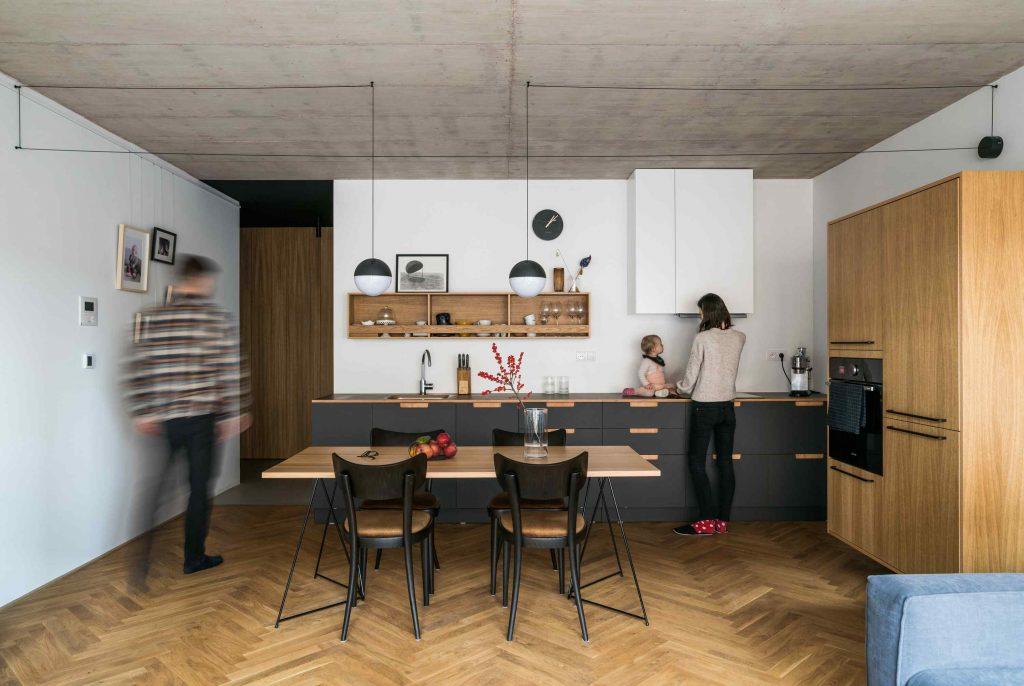Praktický trojizbový byt na Račianskej ulici s prvkami, na ktorých vidno poctivé remeslo