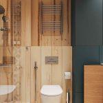 Toaleta v béžovej s drevom