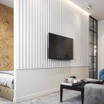 Biela deliaca stena v obývačke