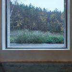 Veľké okno do prírody z kúpeľne