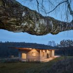 Dom z konopného betónu v lese