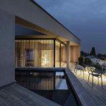 Terasa moderného rodinného domu s výhľadom