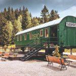 Zelený vagón s názvom Depo Café Telgárt