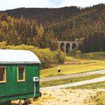 Vagón a v pozadí Chmarošský viadukt