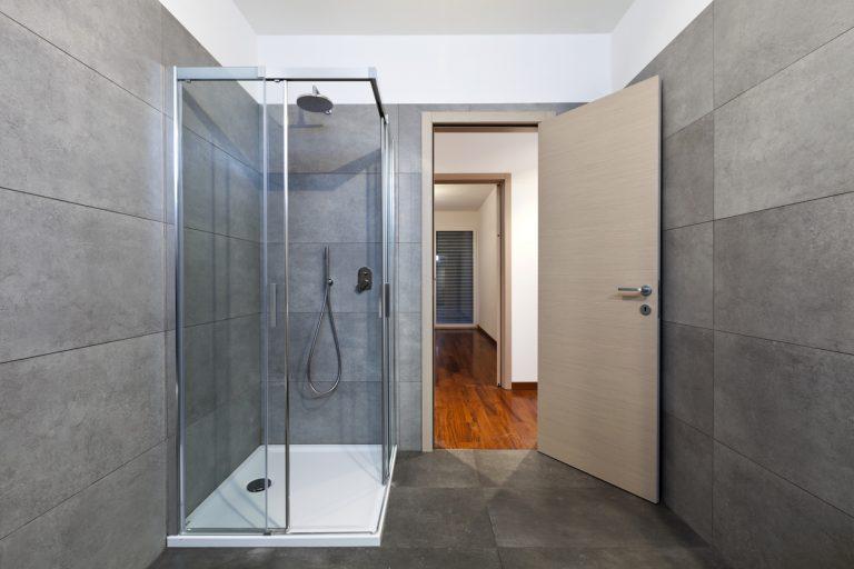 Výhody a nevýhody sprchovacieho kúta. Prečo ho uprednostniť pred vaňou?