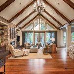 Rustikálna obývačka vo vidieckom dome