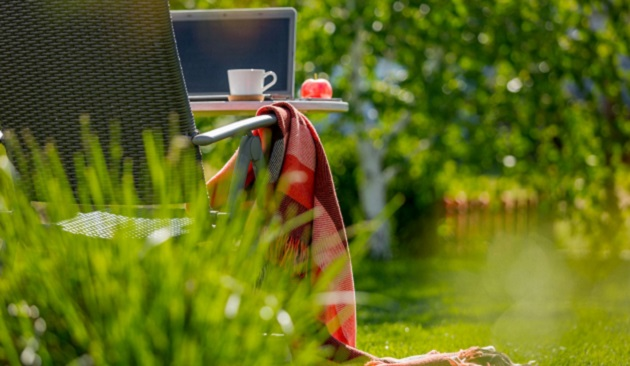 Chcete mať v lete home office na záhrade alebo terase?