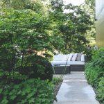 Cestička k sedeniu v záhrade