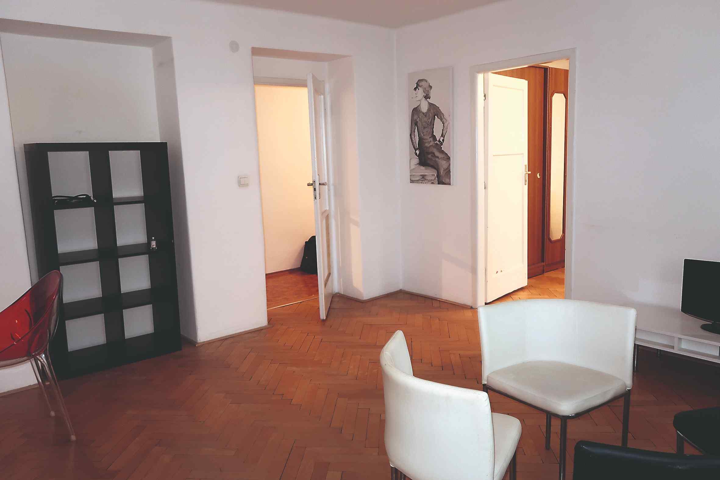 Obývačka v paneláku predtým