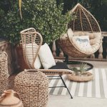 Ratanové dizajnové sedenie na terase domu