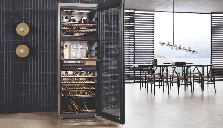 Máte radi víno, ale nemáte ho doma kam dať? Vyberte si zo štýlových vinoték