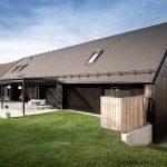 Rodinný prízemný rodinný dom s hnedou strechou