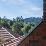 Tehlová asymetrická lodžia s betónovým stropom
