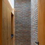 Tehlový interiér anglického domu