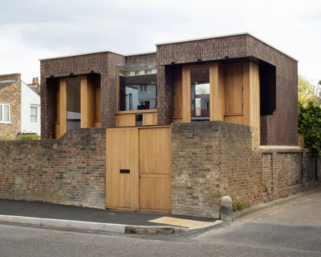 Pocta tehlám: Novostavba, ktorá vyzerá ako starý anglický dom