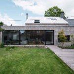 Rodinný dom s presklením a terasou