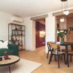 Retro obývačka s bielymi tehlovými stenami