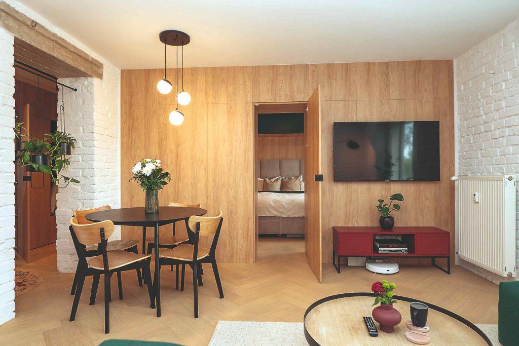 Dokonalá premena dvojizbáku v tehlovej bytovke. Ako si ustrážili čas aj rozpočet?