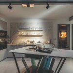 Kamenná kuchyňa s dizajnovým ostrovom