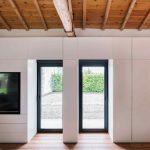 Francúzke okná v zrekonštruovanej stajni