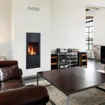 Krb v modernej obývačke s koženou sedačkou