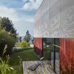 Geometrická presklenená novostavba rodinného domu