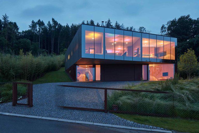 Dom, pri ktorom zabudnete dýchať! S fasádou ako priezračný diamant napodobňuje živý organizmus