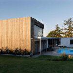Hranatý rodinný dom s bazénom