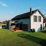 Rodinný dom s trávnikom