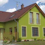 Rodinný dom so zelenou fasádou