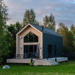 Dvojpodlažná moderná stodola s presklením a terasou