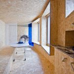 OSB dosky v obývačke a kuchyni mikrobitu