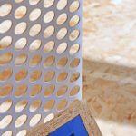 Detail dierovanej mriežky