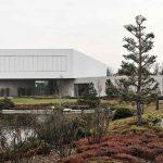 Hranatá vila s prírodnou záhradou a jazierkom