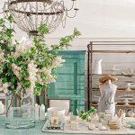 Vidiecka kuchyňa so zeleným stolom