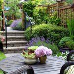 Malá záhrada so sedením