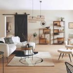 Izba s prírodnými dekoráciami a materiálmi