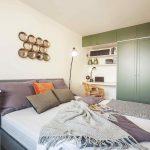 Zelená vstavaná skriňa v spálni