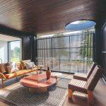 Dizajnový sedací nábytok v modernej vile