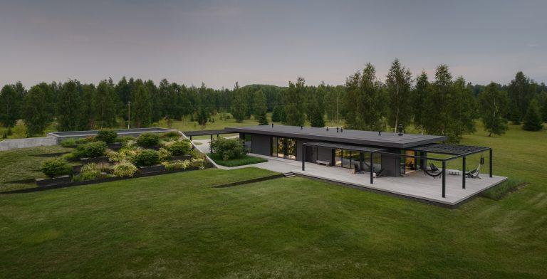 Pavilónový dom naplno prepojený s prírodou, v ktorom môžete tráviť voľný čas prakticky kedykoľvek