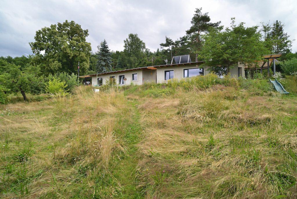 Po rekonštrukcii chaty sa mladá rodina teší trvalému bývaniu neďaleko hlavného mesta