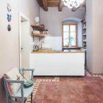Podlaha z pálených dlaždíc v kuchyni