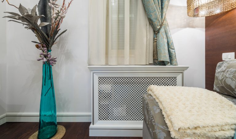 Ako skryť radiátory, aby nepôsobili rušivo a nekazili štýl miestnosti